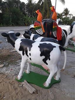 รูปปั้นวัวชน