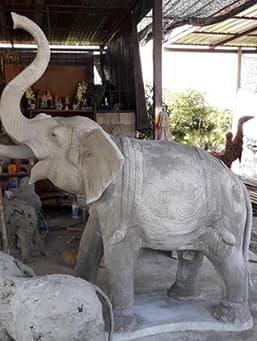 รูปปั้นช้าง หน้าบ้าน
